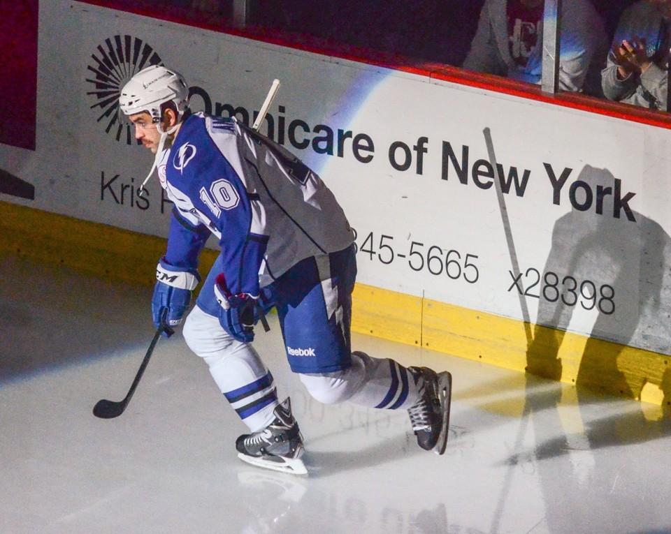 Майк Ангелидис в течение 4 лет был капитаном Сиракьюз Кранч (Фото предоставлено Скоттом Шилдом (Schild@Syracuse.com))